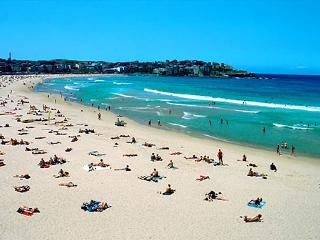 Sydney - Bondi Beach 10 seconds away - VIEWS!!