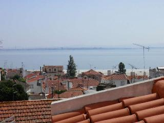 Alfama - Romantic Apartment with an amazing view over Tagus River, Lisbon