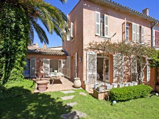 Wonderful 6-bedroom Villa with Private Garden, Saint-Tropez