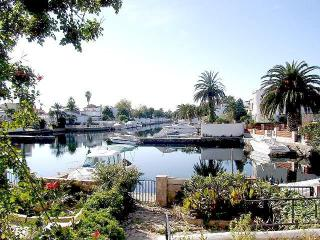 HOUSE on the canal with mooring, Empuriabrava