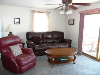 E Brookfield Lake Lashaway Waterfront House Rental - Central Massachusetts vacation rentals
