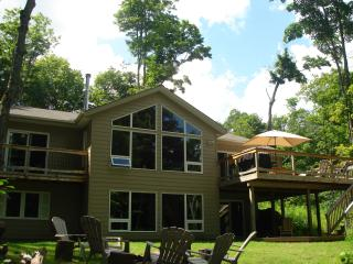 Luxury lakeside cottage, Haliburton