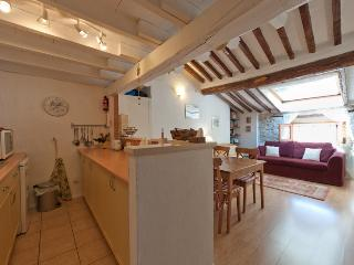 Comfortable apartment in old Antibes, sleeps 4