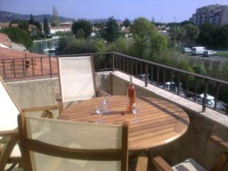 Waterfront Apartment with shared pool near beaches, Port Cogolin