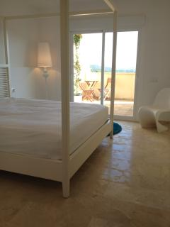 Four poster super king master bedroom with ensuite and larg