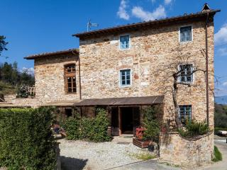 A place among the olive trees: lovely four bedroom, San Lorenzo a Vaccoli