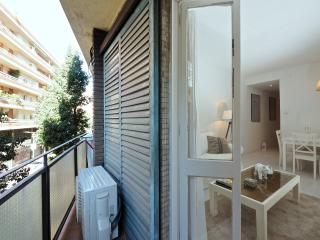 White Boutique 3Br Apt with Balcony, Barcelona