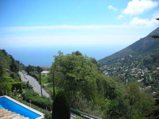 Delightful Provence countryside villa with sea view and private pool, sleeps up to 12, La Turbie