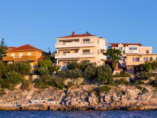 Rajcic-sea front apartment A1, Razanj