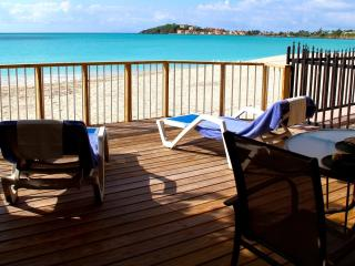 Gorgeous beachfront villa, Philipsburg