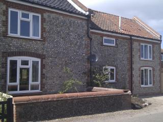 Rose Cottage, 2-bed dog-friendly enclosed garden, Mundesley