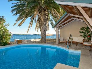 Villa Mare with pool with sea water at the beach, Orebic
