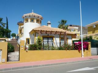 2 Bed villa, FREE Wi-Fi, Private Pool, Air Con, Mazarron