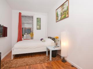 Private Room - Clean -Close to Subway in Manhattan, New York