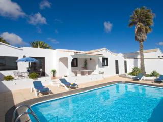 Villa Margarita with wifi secluded pool hot tub, Teguise