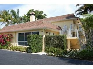 Chic & sophisticated retreat in the heart of Olde Naples, just 2 blocks from the beach