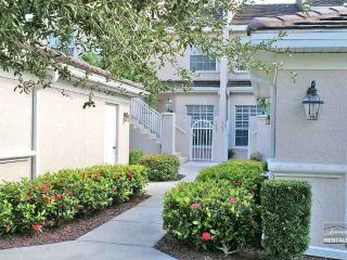 Spacious lakefront coach home with garage, Naples