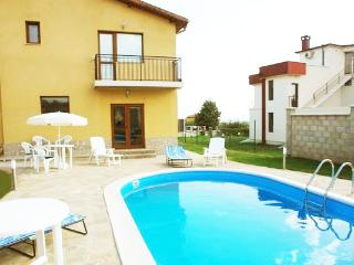 Private VillaLux with swimming pool close to beach, Varna