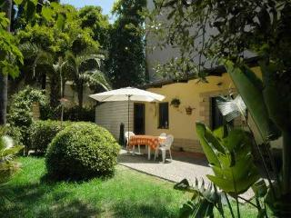 Nice bungalow with garden by the sea, Tropea