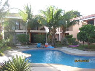 2 Story luxury townhome! Walk to everything locati, Playas del Coco