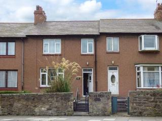 48 HIGH STREET, lawned garden, conservatory with patio doors, great for exploring the Heritage Coast, Ref 912047, Amble