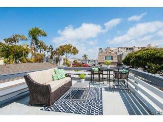 Fantastic Balboa 2 bedroom upper unit with views of Bay Island and the Bay! - Newport Beach vacation rentals