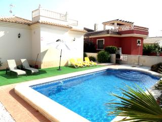 Spacious With Private Pool Conveniently Located, La Marina