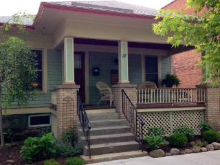 Charming Bungalow - 1000 ft. from Broadway!, Saratoga Springs