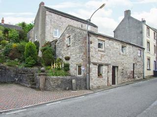 THE BARN, village centre cottage, close pub, WiFi, patio with views, ideal touring base, Middleton Ref 27858