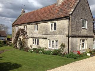 The Farmhouse Wing, period property near Bath