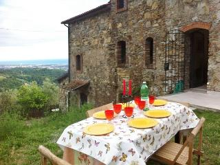 Cottage with stunning sea and mountain views, Castelnuovo Magra