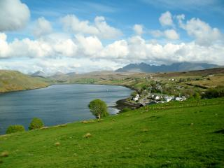 Stunning mountain & sea-loch views at Heatherbell, Carbost