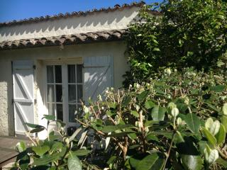 AKELA - SUMMERHOUSE AT ORION BB, St-Paul-de-Vence