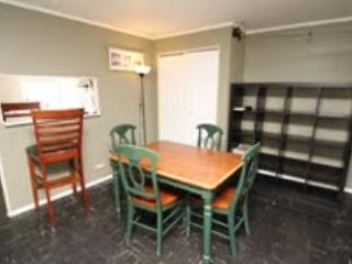 1BR BROWNSTONE BY RITTENHOUSE SQUARE!!!!, Philadelphia