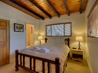 Cozy home with hot tub, fireplace and full deck with grill - Bijou Acres Home, South Lake Tahoe