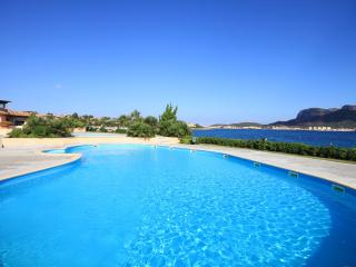 Apartment in a village with pool - Golfo Aranci