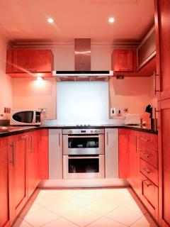 SPACIOUS AND FURNISHED KITCHEN