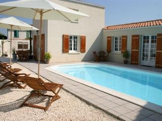 Apartment with Pool in Central La Rochelle (Apt3)