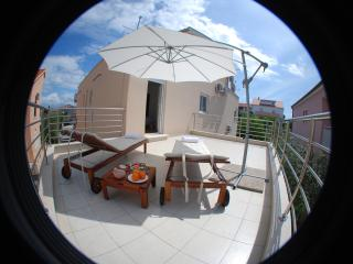 Luxury apartment with big terrace & loggia, Sukosan