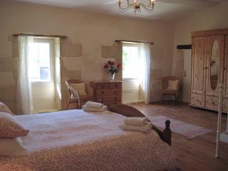 Large bright room, Civrac-De-Blaye