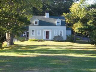 CAPTAIN KENT'S HOUSE | SUMMER COTTAGE | 1832 FARMHOUSE | WATER'S EDGE | BOAT HOUSE | PRIVATE DOCK & FLOAT | SECLUDED COVE | SAWYER`s ISLAND | FAMILY VACATION | BOOTHBAY | MIDCOAST MAINE, Boothbay