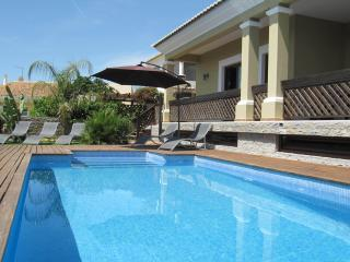 Villa Tiago, 4 bed, wifi, games room, pool, aircon, Boliqueime