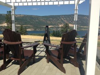 Unique Family and Group Getaway-Lake and Vines!, Kelowna