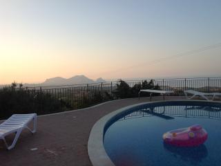 Panoramic villa with pool and garden, Altavilla Milicia