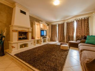 Charming Holiday Apartment in Qawra, St Paul'