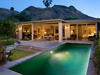 Make the most of the sunshine in Smokewood Villa's outdoor area with pool & alfresco dining, Palm Springs