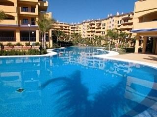 Sunny Beachside Apartment Excellent Location, Puerto Banus
