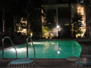 Heaven on Hollywood Boulevard - 3 BR Furnished Apartment, Los Ángeles