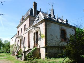 Limousin - Mini Chateau in St Sulpice les Feuilles, Saint-Sulpice-les-Feuilles