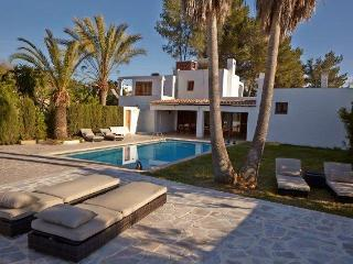 Ibiza house with pool 9pax 3km to Ibiza center, Ibiza Ciudad